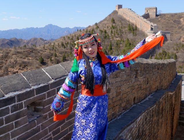 Jinshanling Great Wall welcome girl