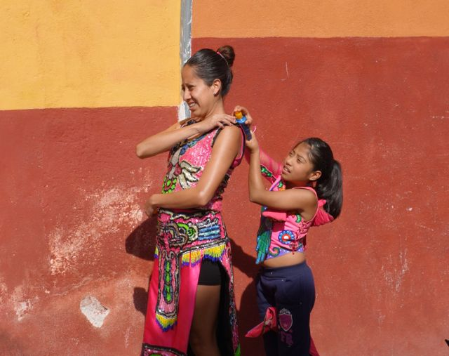 Mother daughter San Miguel de Allende